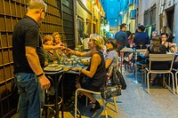 Perpignan, France, People, Sharing drinks in Spanish Bistro, Cafe, Restaurant, in Center City