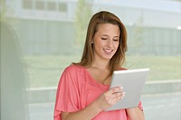 Europe, Germany, North Rhine Westphalia, Duesseldorf, Young woman with digital tablet, smiling