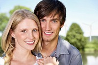 Germany, Cologne, Young couple smiling, portrait (thumbnail)