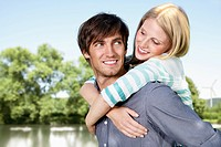 Germany, Cologne, Young couple embracing, smiling (thumbnail)