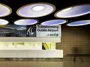 Check In Facility, Dublin Airport, Dublin, Ireland. Architect: Moloney O´Beirne Architects, 2012. View of artificial lighting above information desk s...