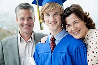 Portrait of graduate with mom and dad.