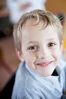 Portrait of happy young boy 6-7 (thumbnail)