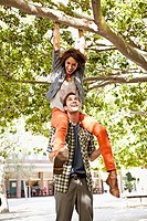Happy woman on her boyfriend´s shoulders