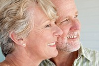 Happy mature couple, close_up