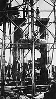 italia, sicilia, selinunte, risollevamento delle colonne del tempio, 1900 1910