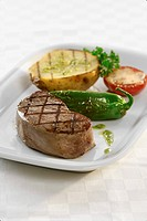 Grilled beef fillet with vegetables