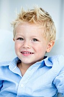 Germany, Portrait of boy, smiling (thumbnail)