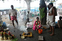 India, Tamil Nadu, Trichy, Srirangam temple, daily life and ritual on kaveri river