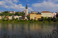Burghausen, Castle, Altötting district, Upper Bavaria, Bavaria, Germany view from Austria over Salzach River