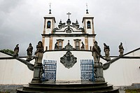 The Basilica do Bom Jesus de Matosinhos with the statues of the prophets by Aleijadinho, UNESCO World Heritage Site, Congonhas, Minas Gerais, Brazil, ...