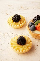 Mixed fruit and blackberry dessert tarts