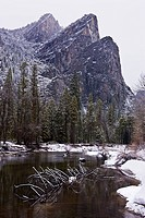 USA, California, Yosemite National Park, Merced river in winter