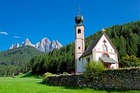 Church, Val di Funes, Bolzano Province, Trentino_Alto Adige/South Tyrol, Italian Dolomites, Italy, Europe