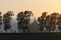 France, Normandy, Manche, bay of Mont-Saint-Michel on the world heritage list of UNESCO, Le Mont-Saint-Michel, behind poplar trees