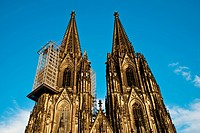 West facade, twin-towered front of Cologne Cathedral with suspended scaffolding for renovations, Cologne, North Rhine-Westphalia, Germany, Europe, Pub...