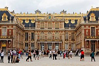 People in front of the Palace of Versailles, Ile de France, France, Europe