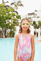 Portrait of girl 8-9 wearing snorkel (thumbnail)