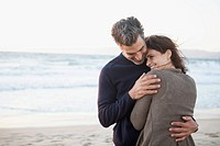 Couple hugging on the beach (thumbnail)