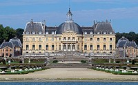 View of Chateau of Vaux-le-Vicomte from the park, 1656-1661, palace by Louis Le Vau (1612-1670), gardens by Andre Le Notre (1613-1700), Melun, Ile-de-...