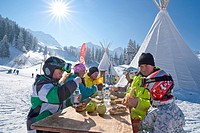 Picnic, skiing area, Adelboden, winter, canton, Bern, Bernese Oberland, mountain, mountains, ski, skiing, winter sports, Carving, food, eating, tepee,...