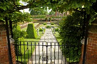 Pond Garden, Hampton Court Palace, Surrey, England, Banqueting House, built 1700, beyond