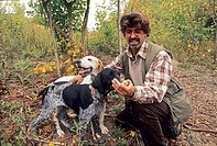 truffle picking with dogs, La Casa del Trifulau, Costigliole d´Asti, province of Asti, Piedmont region, Italy, Europe