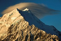 Wind cloud over summits Aoraki Mount Cook, sunset from Mt Kinsey, Aoraki Mount Cook National Park, Canterbury, New Zealand