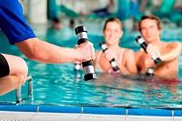 Fitness _ Sport unter Wasser im Schwimmbad oder Kurbad