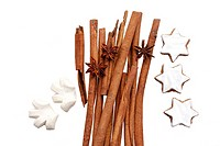 clip image - fruits of star anise - Illicium verum - cinnamon sticks - Cinnamomum cassia - cinnamon star and anise flavoured cookies at christmas