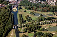 AERIAL VIEW OF THE CHATEAU DE MAINTENoN, THE AQUEDUCT AND THE GOLF COURSE, EURE_ET_LOIR 28, FRANCE