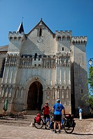 CYCLISTS IN FRONT OF THE COLLEGIATE CHURCH OF CANDES_SAINT_MARTIN, ´LOIRE A VELO´ CYCLING ITINERARY, INDRE_ET_LOIRE 37, FRANCE