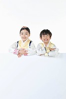 kids in Hanbok holding an empty whiteboard