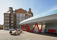Globe Academy, London, United Kingdom. Architect: Amanda Levete Architects, 2011. Canopied walkway linking with existing Victorian Primary School.