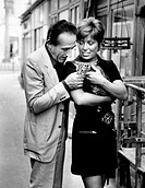 Italian actor and director Arnoldo Foà and his Italian wife Ludovica Volpe stroking a cat. 1970s.