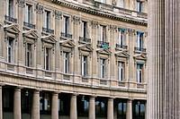 Rundbau gegenüber der Pariser Börse, Circular building opposite the Paris stock exchange