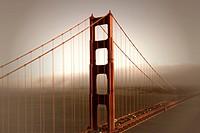 Die San Francisco Bay mit Blick Richtung Innenstadt auf die Golden Gate Bridge, das bekannte Wahrzeichen San Franciscos. Die Brücke wurde 1937 fertigg...