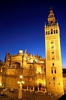 Spain, Andalusia, Sevilla cathedral, Giralda tower at dusk