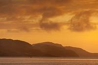 Midnight sun at coastal landscape, Lauvsnes, Flatanger Kommune, Nord-Trondelag Fylke, Norway / Mitternachtssonne über Küstenlandschaft, Lauvsnes, Flat...