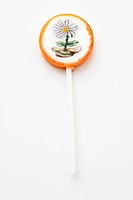 A lollipop decorated with a flower design