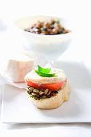 Crostini with lentils