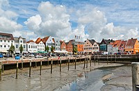Germany, Schleswig Holstein, Nordfriesland, Husum, view of the harbour at low tide