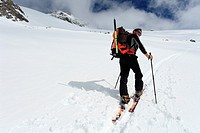 Mountaineer on a ski trail leading to Grosser Geiger, Venedigergruppe, Osttirol, Austria.