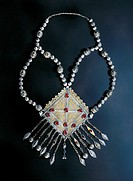 Necklace with pendant in silver, vermeil, carnelian and lapis lazuli. Turkmenistan, 19th century