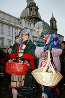 Rome. Italy. La Befana, Piazza Navona. On 6th January Epiphany it is traditional that an old woman in the shape of a witch brings children gifts of sw...
