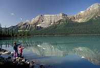 Banff National Park, Alberta, hiking, Hector Lake, Canada, Canadian Rockies, Rocky Mountains, Mother and 6 year old daughter point across Hector Lake ...