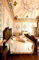 Old bedroom details