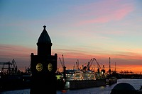 Germany, Hamburg, port, jetties, night shot - 01/01/2009