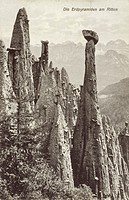 The Renon/Ritten Plateau - the spectacular and bizarre Earth pyramids (Erdpyramids). The raw material for the earth pyramids comes from moraine clays ...