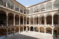 Interior yard of the Palazzo dei Normanni, Palace of the Normans, Royal Palace of Palermo, Palazzo Reale, Piazza Indipendenza, Palermo, Sicily, Southe...